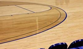 Крытая предпосылка баскетбольной площадки Стоковое Изображение