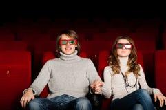 Νέο ζεύγος στον κινηματογράφο Στοκ φωτογραφία με δικαίωμα ελεύθερης χρήσης
