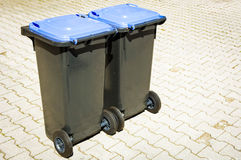 现代垃圾桶 免版税库存图片