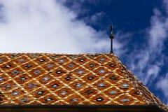 教会五颜六色的屋顶-锡比乌福音派大教堂 库存照片