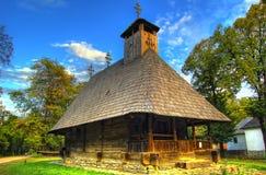 Румынский традиционный деревянный дом в музее открытого воздуха Стоковое фото RF