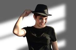 有帽子的少妇 免版税库存照片