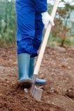 关闭人开掘的土壤 免版税库存图片