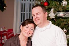 新微笑的夫妇 免版税库存图片