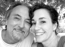 变老的夫妇愉快的中间名 免版税库存照片