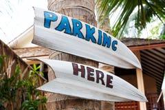 Парковать здесь стрелку указателя Стоковое Изображение