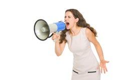 恼怒的少妇呼喊的想法扩音机 免版税图库摄影