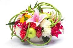 果子和花花束  图库摄影