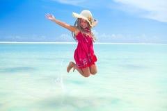有杏仁奶油饼花的热带女孩 免版税库存照片