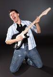 有吉他的歌唱家 库存照片