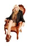 坐在扶手椅子的女孩。 库存图片