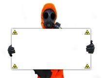 拿着核危险等级符号的人员 免版税库存图片
