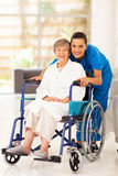 Пожилые женщина и попечитель Стоковое фото RF