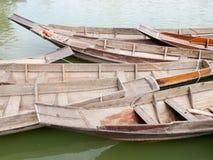 泰国样式木头小船 免版税图库摄影