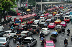 曼谷,泰国: 高峰时间交通堵塞 免版税库存图片