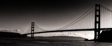 金门桥的日落剪影全景 库存照片