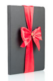 有红色丝带的黑色笔记本 库存图片