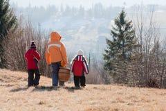 Семья идет на пикник Стоковая Фотография