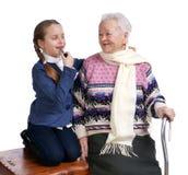 有她的孙女的祖母 库存图片