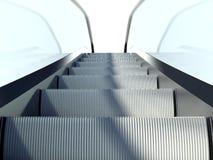 移动自动扶梯台阶,现代办公楼 免版税库存照片