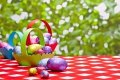 Пасхальные яйца в корзинах Стоковая Фотография RF