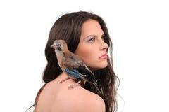 美丽的女孩纵向有鸟的 库存图片