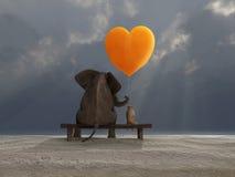 拿着一个心形的气球的大象和狗 免版税库存照片