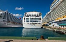 沿途停靠的港口拿骚巴哈马 免版税库存照片