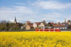 红色市郊火车 免版税图库摄影