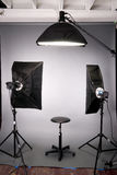 Серый цвет освещения студии съемки настроенный предпосылкой Стоковая Фотография