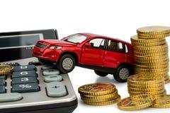 汽车的费用。 使用计算器 库存照片