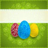 复活节绿色背景用装饰品鸡蛋 免版税图库摄影