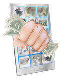 捣毁在有货币的电话外面的拳头 库存照片