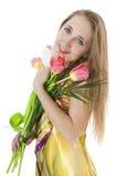 有春天郁金香花束的愉快的微笑的女孩。 图库摄影