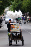 男孩在越南市场上 免版税图库摄影