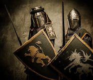 Рыцари с шпагами и экранами Стоковые Фото