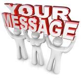 Люди команды подъем формулирует ваше сообщение рекламируя экстренныйый выпуск объявляют Стоковые Фото