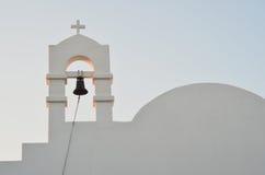 日出的希腊婚礼教堂 免版税库存图片