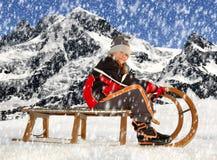 雪橇的女孩 免版税库存图片