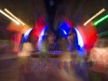 夜总会或摇滚乐音乐会跳舞 库存照片