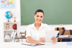 女性教师片剂 库存照片