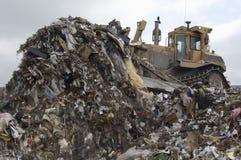 挖掘机移动的垃圾 免版税库存照片