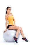 放松在健身球的运动妇女 库存照片