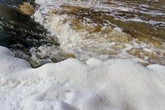 Μικρή εποχή ποταμών την άνοιξη. Στοκ φωτογραφία με δικαίωμα ελεύθερης χρήσης