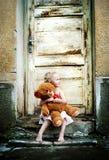 Девушка с ее игрушечным Стоковые Фото