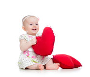 有枕头的婴孩在心脏形状 免版税图库摄影