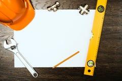 Εργαλεία υδραυλικών σε ένα άσπρο φύλλο του εγγράφου Στοκ Φωτογραφία