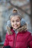 一个滑稽的小女孩的画象 免版税库存图片