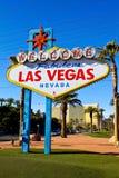 著名欢迎到拉斯维加斯标志。 免版税库存图片