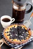 蓝草莓饼和咖啡 免版税库存照片